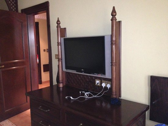 Hilton Ras Al Khaimah Resort & Spa:                                                                         TV in bedroom