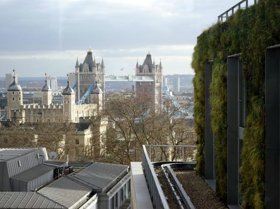DoubleTree by Hilton Hotel London -Tower of London:                   tower bridge view