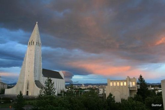 Guesthouse Sunna: the church, Hallgrimskirkja