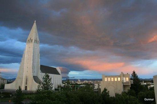 جيستهاوس سونا: the church, Hallgrimskirkja