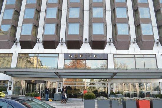 Sofitel Budapest Chain Bridge:                   hotel exterieur