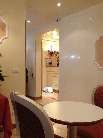 Hotel San Luca:                   brekki room