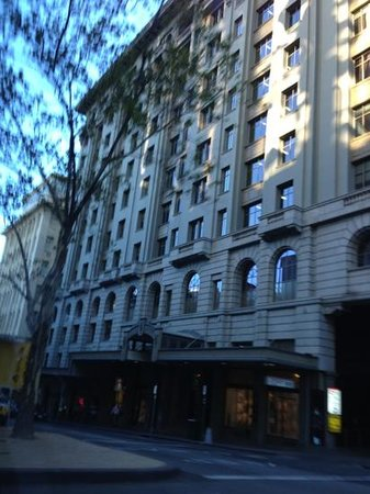 Quest Grand Hotel Melbourne:                   hotel facade