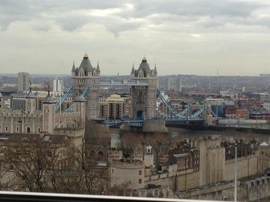 DoubleTree by Hilton Hotel London -Tower of London:                   view from 10th floor