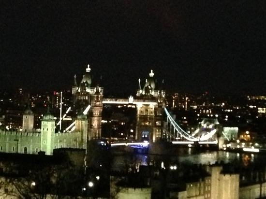 DoubleTree by Hilton Hotel London -Tower of London:                   view from Sky Lounge