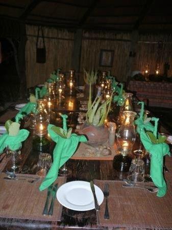 Umlani Bushcamp:                   Decoracion de la mesa