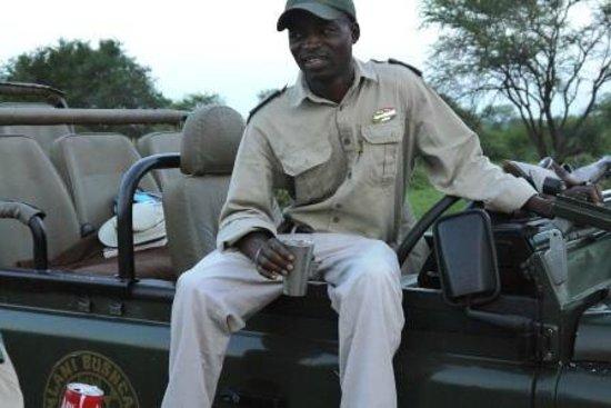 Umlani Bushcamp:                   Ginger, nuestro ranger....
