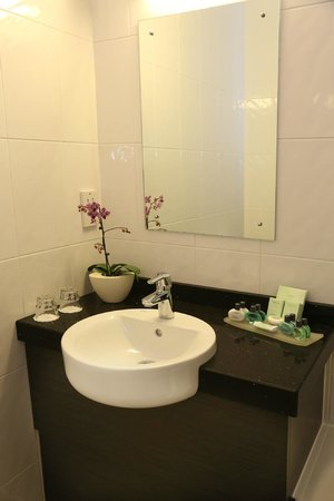 دبل تري باي هيلتون هوتل لندن - تشيلسي: Executive Bathroom