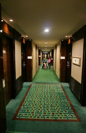 Hong Kong SkyCity Marriott Hotel:                   Hallway                 
