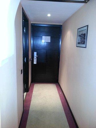 Hotel Almas:                                     entree de la chambre