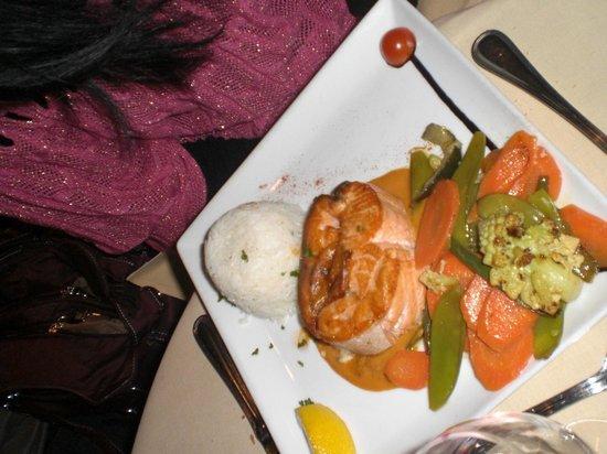 Restaurant le Libertalia:                                     saumon roulé chevre