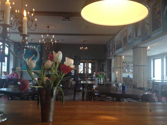 Strandhotel Terschelling:                   Sfeervol restaurant waar je ook gezellig kan zitten.