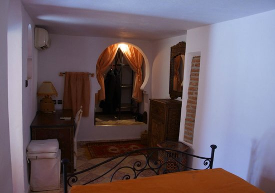 Maison Arabo Andalouse:                   Our bedroom