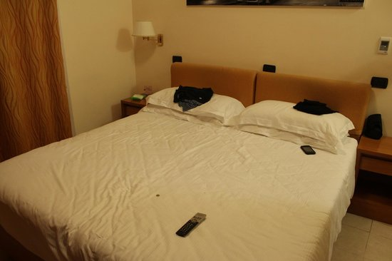 Crosti Hotel:                   Massive bed