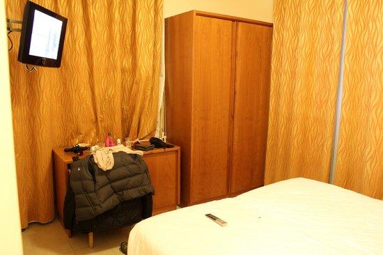 Crosti Hotel:                   Room