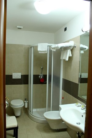 Crosti Hotel:                   Bathroom