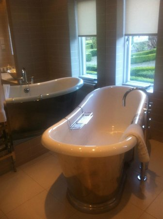 The Devonshire Arms Hotel & Spa:                   Beautiful bathroom - Wharfedale suite