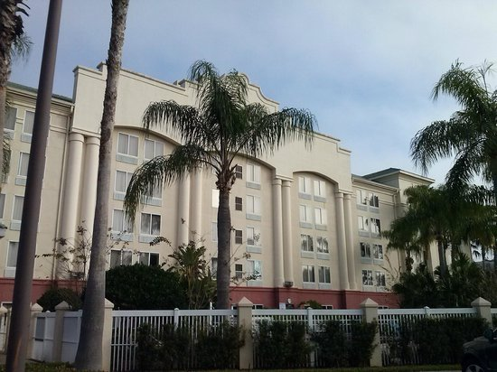 Hampton Inn Orlando/Lake Buena Vista:                   Hotel Building right side