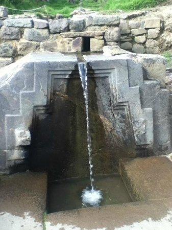 Ollantaytambo, Peru:                   Fuente ceremonial inca