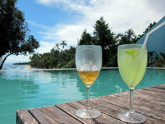 Amorita Resort:                   Drinks by the pool