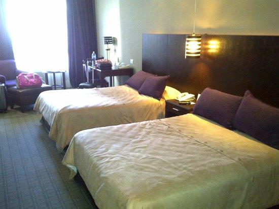 Howard Johnson Plaza Florida Street:                   Habitación con 2 camas