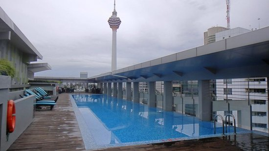 PARKROYAL Serviced Suites Kuala Lumpur:                   Roof top pool and tower