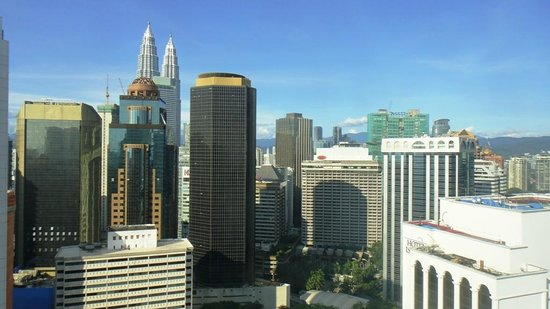 PARKROYAL Serviced Suites Kuala Lumpur:                   View from our room 30th floor - daytime