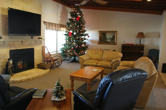 Triple T RV Resort : Lodge living room