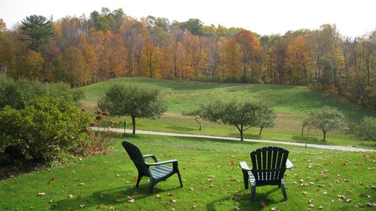 Steep Acres Farm Bed & Breakfast: Sit and enjoy the peace, quiet and beauty.