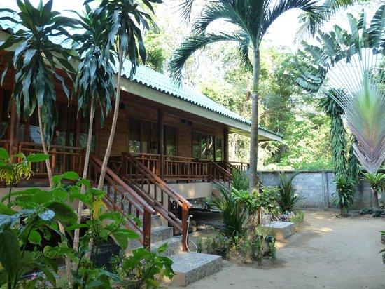 Kantiang Bay View Resort:                   Blick auf den Reihenbungalow