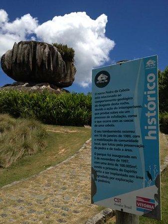 Vitoria, ES:                   a pedra com a descrição oficial