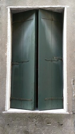 Hotel Locanda Fiorita :                   Lovely shutters
