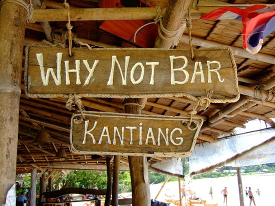 Kantiang Bay View Resort:                   Angrenzende Bar am Strand
