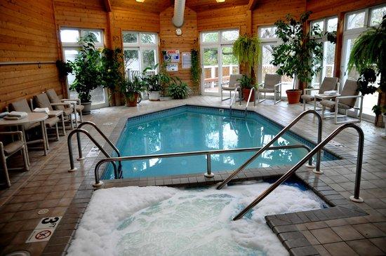Mill Creek Hotel: Enjoy the indoor pool