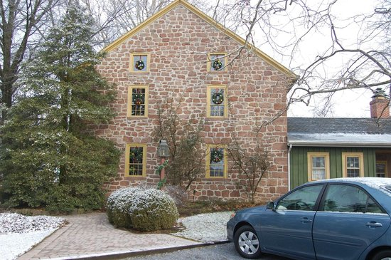 Brownstone Colonial Inn:                   View from parking lot