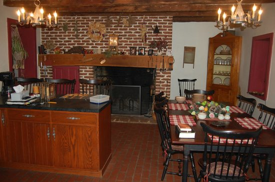 Brownstone Colonial Inn:                   View of the breakfast area