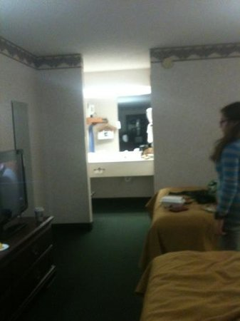 Quality Inn Hillsville:                   here's a view of the room