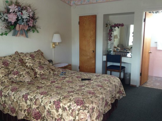 Sundown Inn:                   one bed room