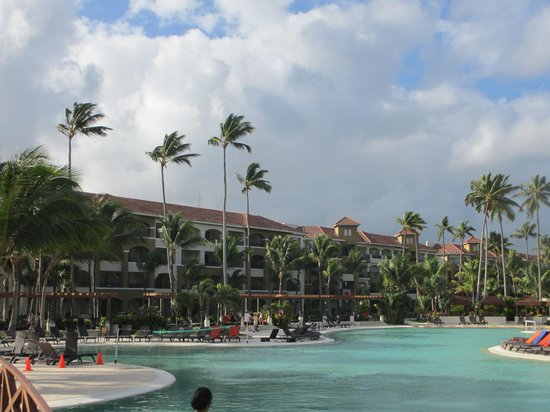 Now Larimar Punta Cana:                   swimming pool area
