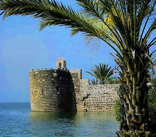Dona Gracia Hotel: Southern tower walls Tiberias founded by Daher el Omar during the 18th century.