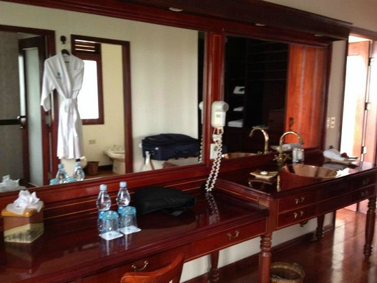 Royal Palm Hotel Galapagos:                   The Bathroom is AMAZING