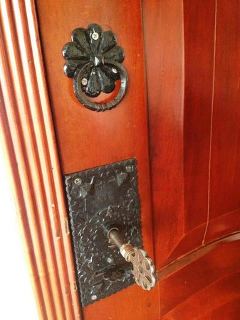 Royal Palm Hotel Galapagos:                   Cute door and key