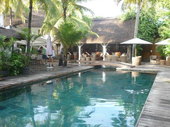 20 Degres Sud Hotel:                   le patio central et la piscine