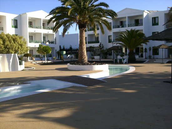 Blue Sea Costa Teguise Beach:                   Pool area