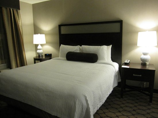 Residence Inn Boston Logan Airport/Chelsea:                                     comfortable bed