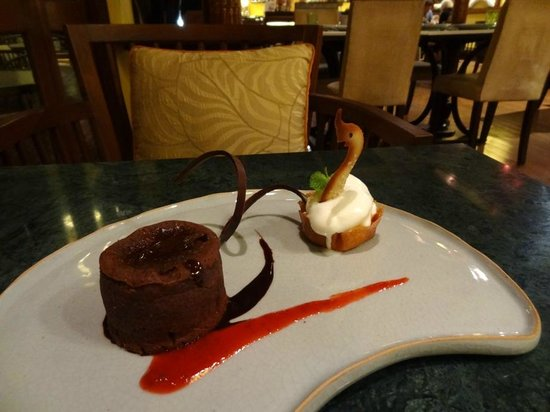 De Naga Hotel:                   Chocolate Fondue and Icecream with Mango Salsa