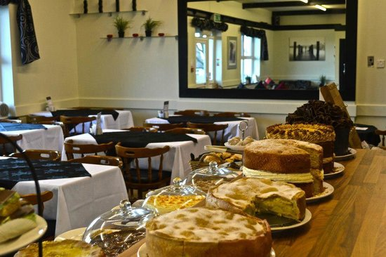 Leona's Tea Room & Bakery: Relaxed, welcoming atmosphere