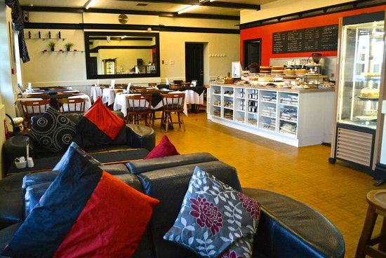 Leona's Tea Room & Bakery: A great plalce to meet friends for a catch-up, or pass an hour on your own