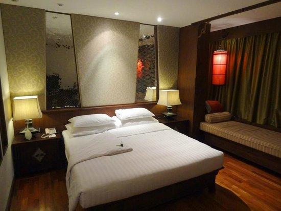 De Naga Hotel:                   Grand Deluxe Room