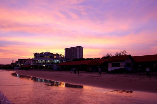DIC Star Hotel :                   Beautiful sunset at Vung Tau Beach